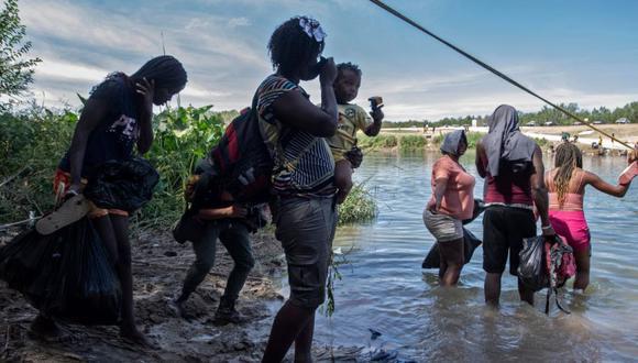 Miles de haitianos buscan escapar de la crisis que se vive en su país y solicitan asilo en Estados Unidos. (Foto Prensa Libre: AFP)