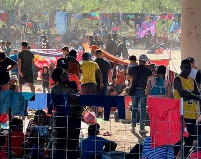 Crisis migratoria: unas 10 mil personas acampan bajo un puente en la frontera sur de EE. UU.