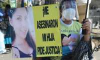 Protesta a fuera del juzgado de feticidio a favor de  Luz Mar'a del Roc'o L—pez Morales quien fue asesinada y dejada en un tragante en la zona 2, la  audiencia de apertura a juicio contra Jorge Rafael Zea, el MP lo se–ala de ser el presunto femicida de Luz Maria.   Fotograf'a. Erick Avila:               16/09/2021
