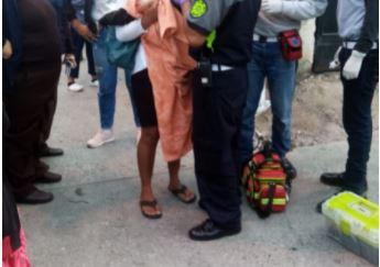 El cuerpo de Kelvin Esquivel Chol Picón tenía golpes, según socorristas. (Foto Prensa Libre: Bomberos Municipales de Mixco)