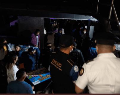 PNC captura (en segunda noche consecutiva) a otras 107 personas por violar las medidas sanitarias en Guatemala