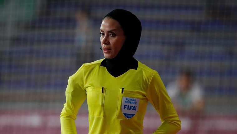 Gelareh Nazemi, árbrita Fifa, digirió el juego entre Egipto y Guatemala. Tiene 15 años de dedicarse al arbitraje en el futsal. Foto Fifa.com