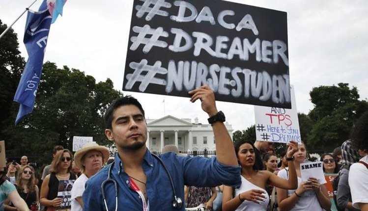 """Gobierno de Biden apunta a mantener programa para """"soñadores"""" luego de fallo judicial"""