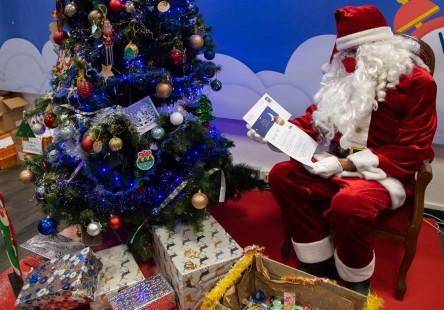 Los regalos de Navidad podrían resultar con atrasos en la producción por los cortes de electricidad en empresas productoras chinas. (Foto Prensa Libre: EFE)
