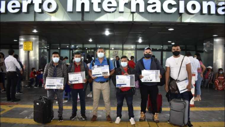 En el 2020 casi 120 personas viajaron al extranjero con una visa de trabajo temporal. (Foto Prensa Libre: Cortesía Mintrab)