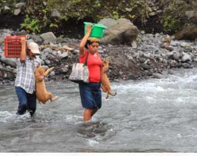 """""""Lo más dificultoso son los ríos"""": pobladores narran lo complicado de evacuar ante una emergencia por el Volcán de Fuego"""