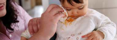 Cómo quitar manchas difíciles de la ropa de los niños