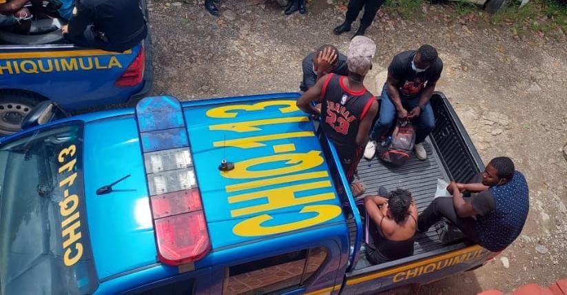 Encuentran a 11 haitianos y un brasileño en Esquipulas que permanecían de forma irregular en el país