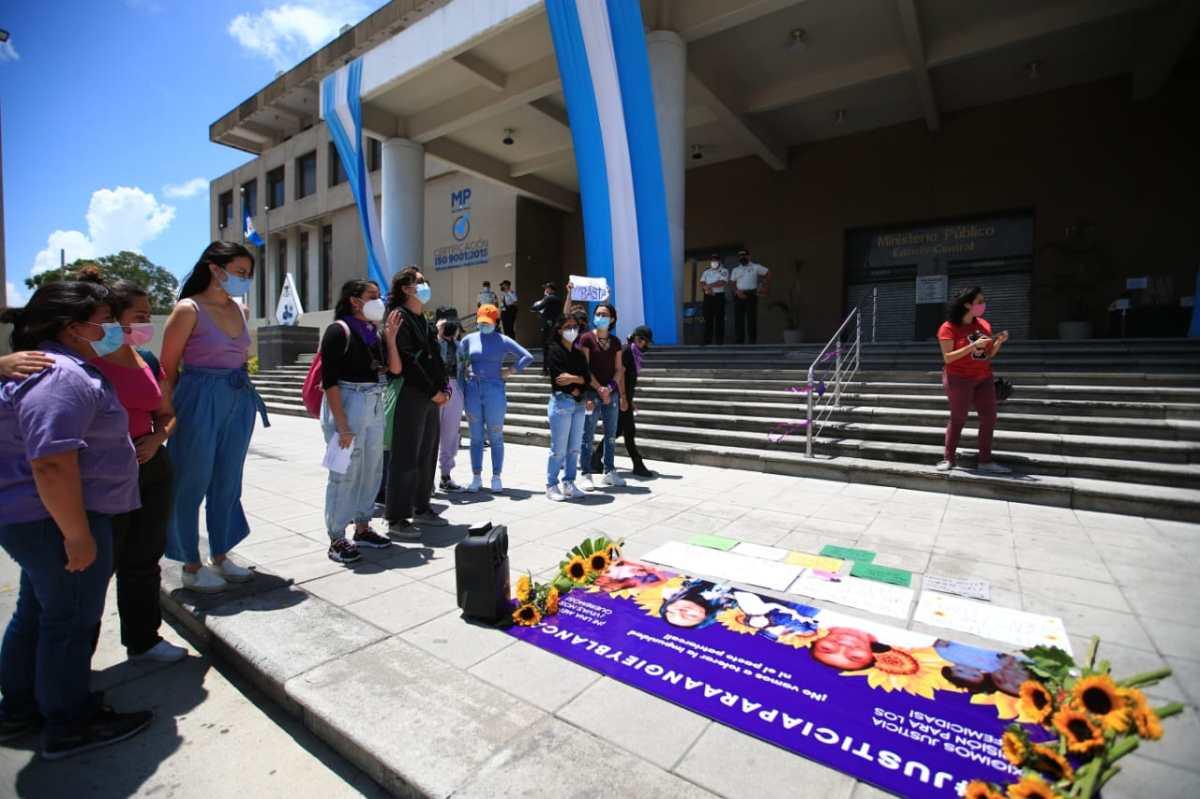 Mujeres reprochan el silencio en la investigación por el crimen contra Angie Caseros y Blanca Ramírez