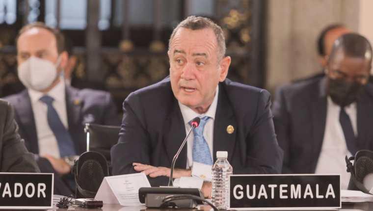 El presidente Alejandro Giammattei ve lejos la posibilidad que Guatemala llegue a la nueva normalidad en el combate contra la pandemia. (Foto Prensa Libre: Presidencia).