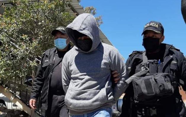 Walter Daniel Sical es conducido a tribunales por acoso sexual. (Foto: Prensa Libre)