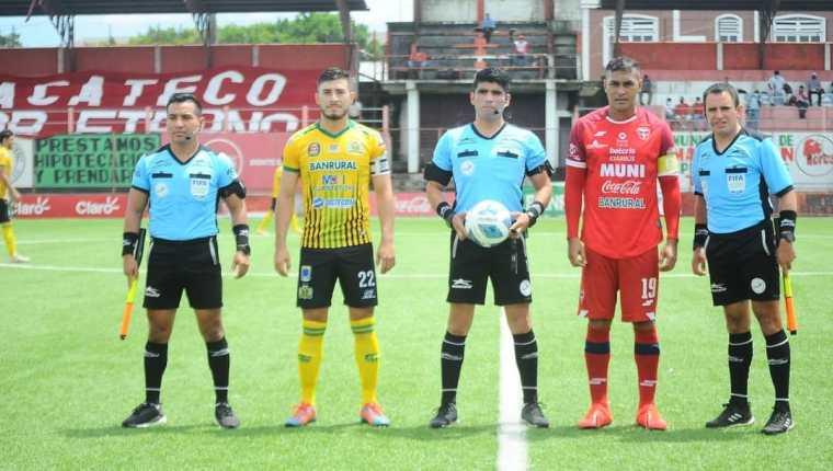 El partido se disputó en el estadio Santa Lucía, en Malacatán. (Foto Prensa Libre: @DMalacatecoToro)