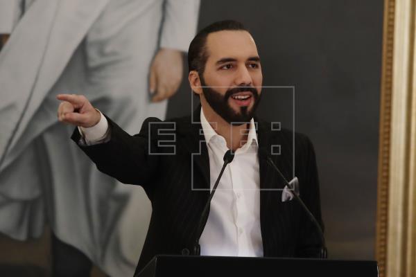 """""""Dictador de El Salvador"""": Nayib Bukele escribe en su biografía de Twitter"""