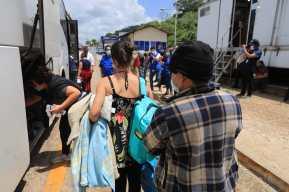 """""""A la mayoría de mi familia la han matado"""": el dramático testimonio de un hondureño deportado de EE. UU."""