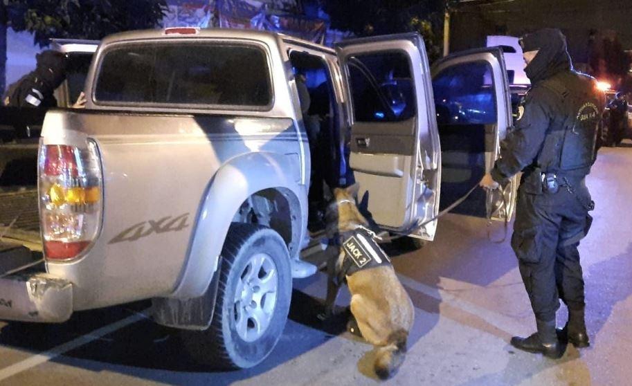 Perro policía Jack 2 localiza 20 paquetes de cocaína ocultos en un picop que era conducido por excandidato a síndico de Gualán, Zacapa