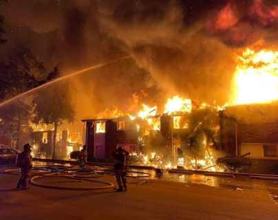 """""""La mitad del edificio se ha ido"""": Una escalofriante llamada alertó a las autoridades en Georgia sobre el incendio en un complejo de apartamentos."""