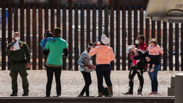 La llegada de migrantes ha causado una crisis en la frontera sur de EE. UU. (Foto: AFP)