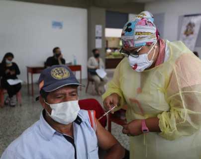 Personas no afiliadas al IGSS podrán vacunarse contra el coronavirus en los puestos de vacunación de esa entidad