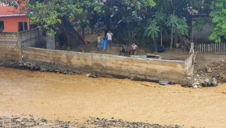 Las lluvias de las últimas horas han afectado a más de 43 mil guatemaltecos, pero en tres meses de la temporada lluviosa van 23 muertos. (Foto Prensa Libre: Conred)