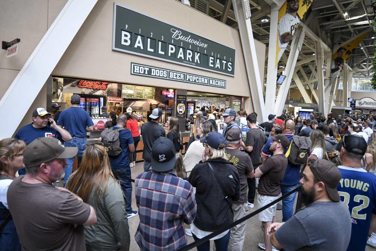 Una mujer y su hijo mueren en San Diego por caída en un estadio de Grandes Ligas de beisbol