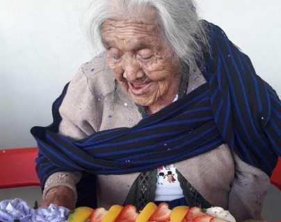 """""""Mamá Coco"""": ¿quién es la mujer que cumplió 108 años y lo celebra a lo grande en las redes sociales?"""
