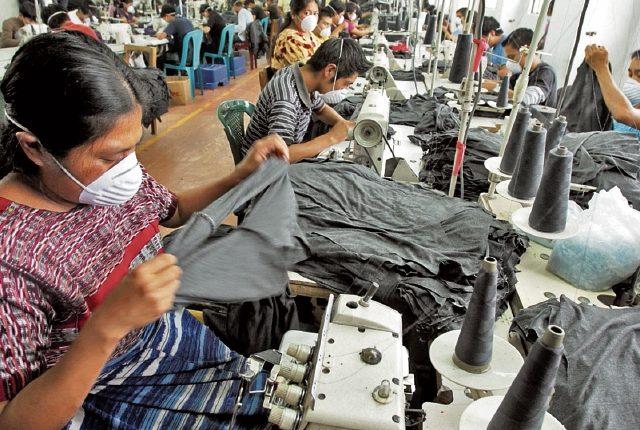 La propuesta de salario mínimo de los sectores empleador y laboral para actividades exportadoras y de maquilas fue presentada el lunes.  (Foto, Prensa Libre: Hemeroteca PL).
