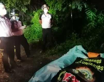 La menor fue encontrada varios kilómetros río abajo de donde cayó el vehículo. (Foto: Bomberos Voluntarios)