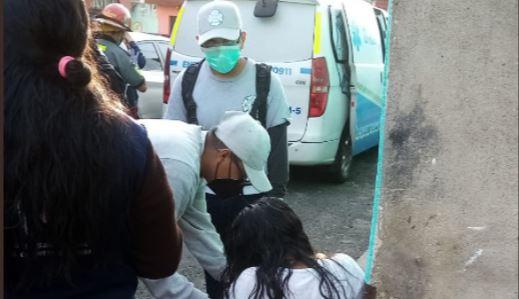 El niño ya no presentaba signos vitales cuando fue llevado por su madre a un centro asistencial, dijeron socorristas. (Foto: Bomberos Municipales de Mixco)