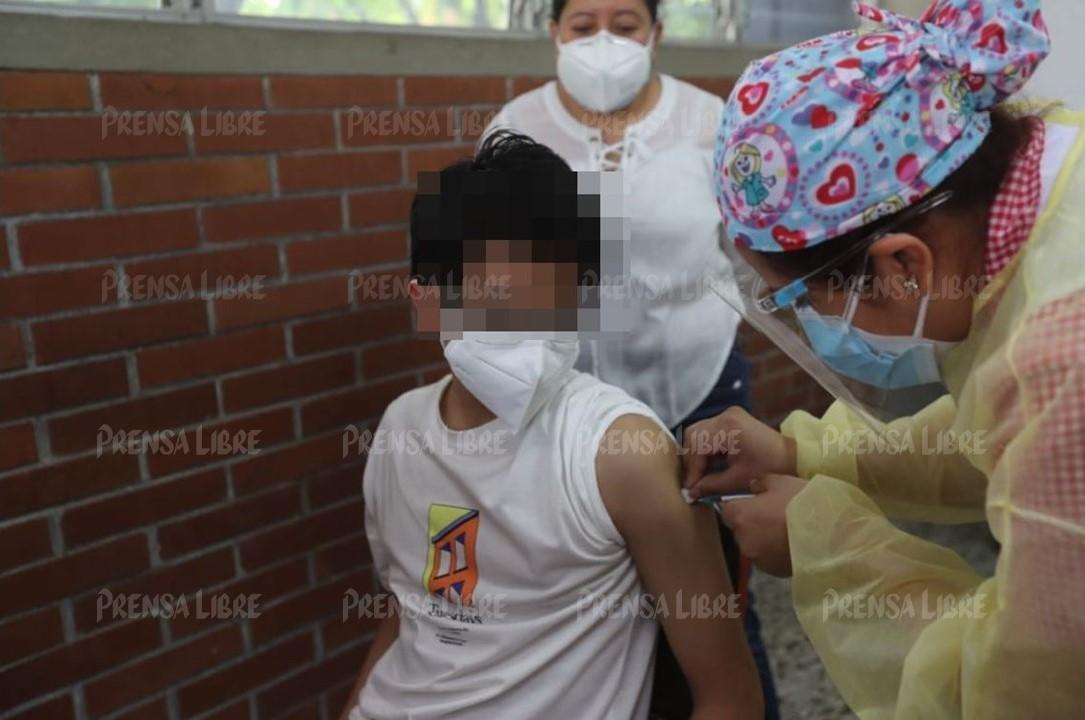 Comienza la vacunación para menores de 12 a 17 años, pero Salud afirma que el proceso todavía no está autorizado en todo el país
