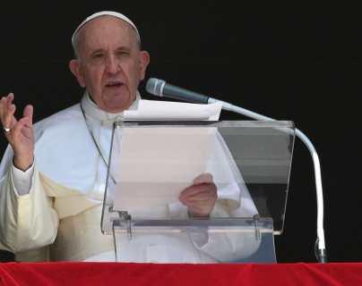 """""""Estoy vivo, aunque algunos me querían muerto"""": El mensaje del papa Francisco para su entorno en el Vaticano"""