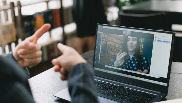 Los cursos personalizados ayudan a que la persona aprenda mejor. (Foto Prensa Libre: SHVETS production en Pexels).