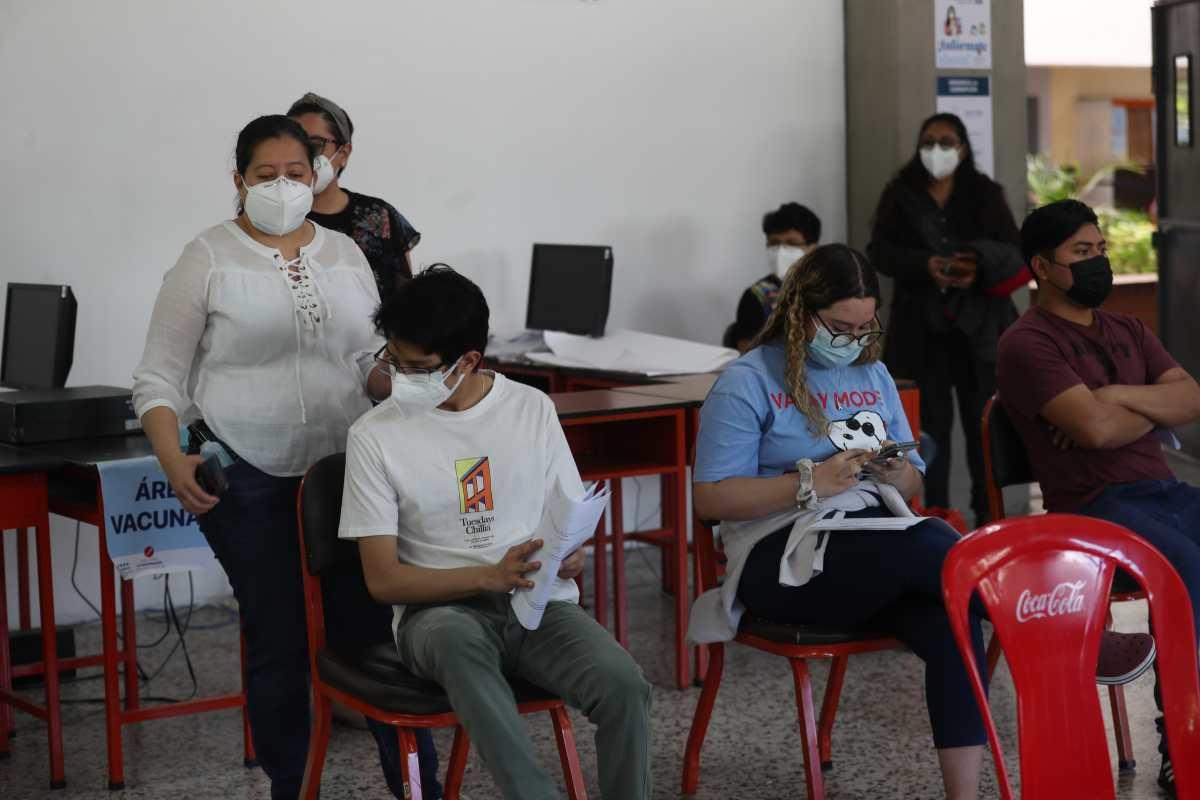 ¿Hay dosis suficientes para vacunar contra el covid-19 a los adolescentes en Guatemala?