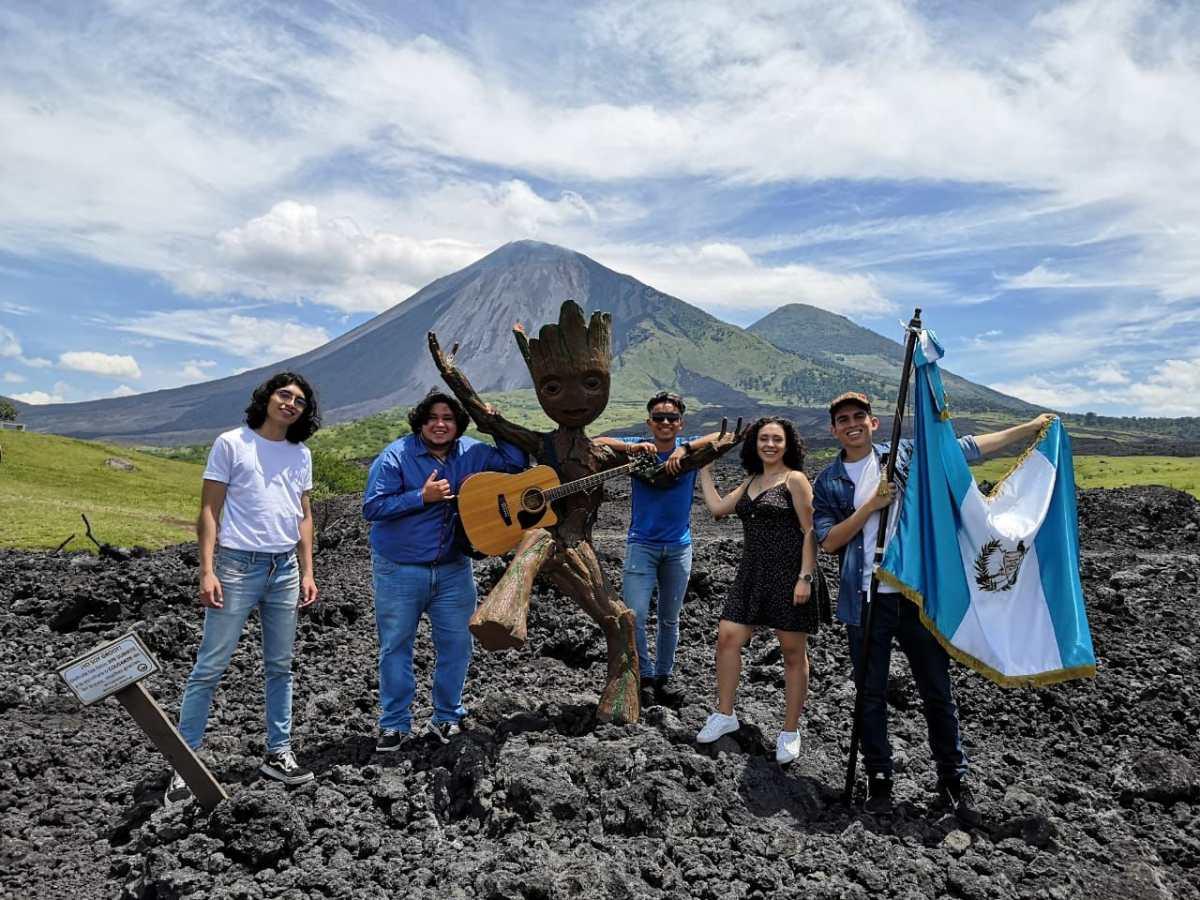 """""""Yo por mi bandera, hago lo que sea"""" y por qué jóvenes guatemaltecos se inspiran en estas palabras"""