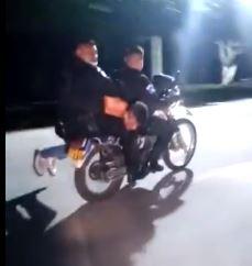 Video: ¿Qué se sabe del hombre que dos policías llevaban en una motocicleta en Amatitlán?