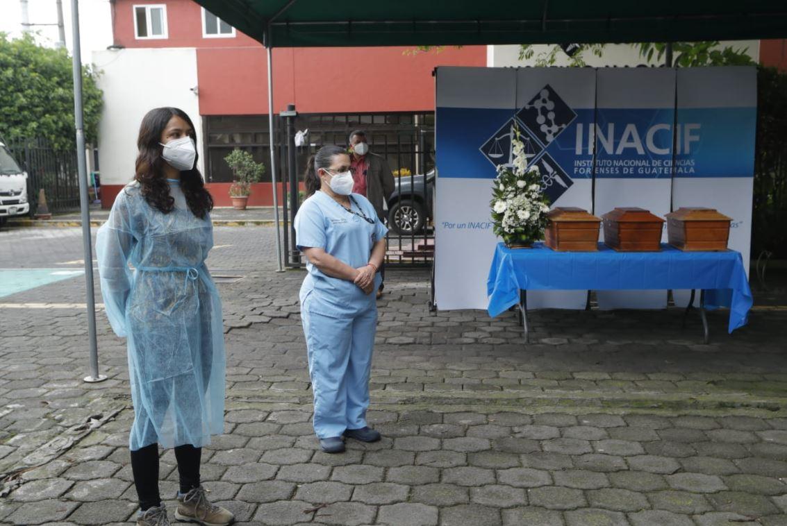 Erupción del Volcán de Fuego: Inacif entrega 14 osamentas a familias de víctimas de la tragedia de 2018