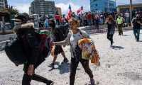 Decenas de venezolanos tuvieron que escapar de la marcha antimigrante realizada el 26 de septiembre en la ciudad de Iquique (Chile). (GETTY IMAGES)
