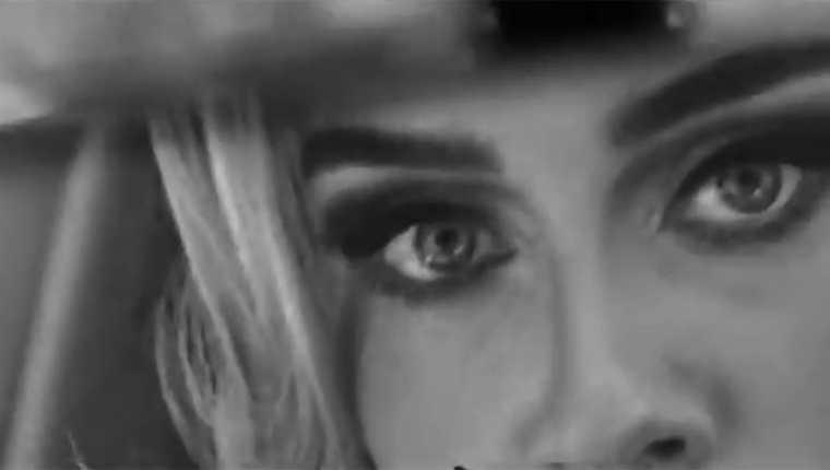 Adele en el video Easy On Me.