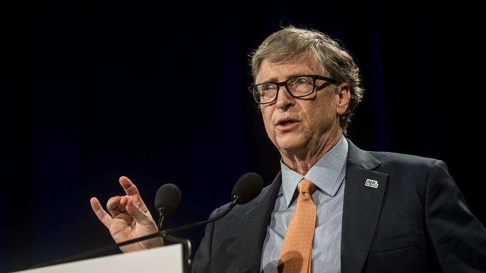 Por qué Bill Gates está en su peor posición en el ranking de multimillonarios de Forbes en 30 años