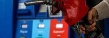 El aumento del precio del petróleo ya se nota en las estaciones de gasolina de Estados Unidos. GETTY IMAGES
