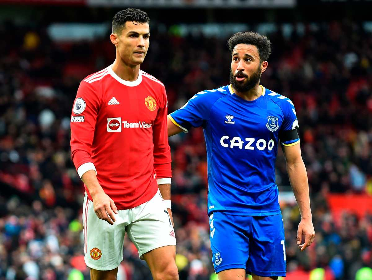 Andros Townsend del Everton sacó el empate en casa del Manchester y amargó a Cristiano celebrando como él