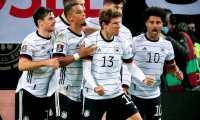 Thomas Müller (C) celebra con su compañeros después de marcar el 2-1 definitivo ante Rumanía. Foto Prensa Libre: EFE.
