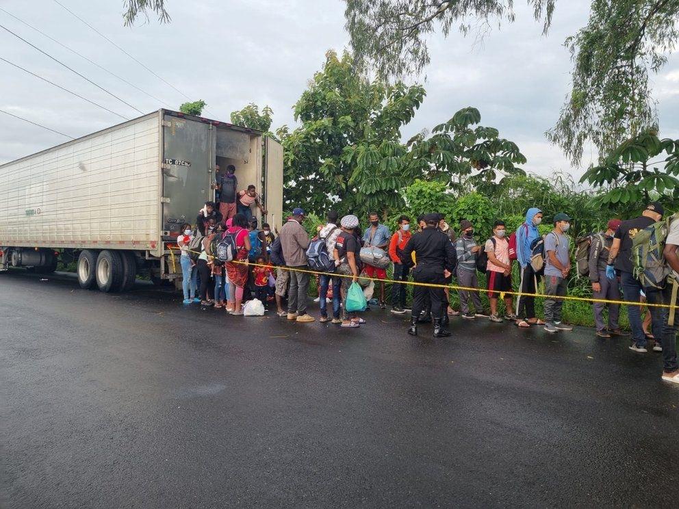 El informe policial que revela datos de la unidad de la PNC que custodiaba el furgón con 126 migrantes