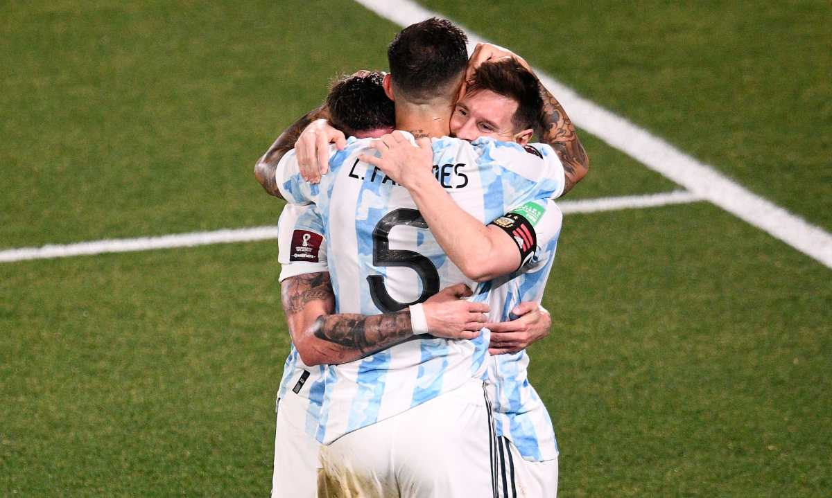 Argentina doblega 3-0 a Uruguay y Messi llega a 80 goles con la Albiceleste
