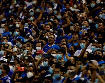 """La FIFA sancionó a El Salvador con más de 30 mil dólares por """"conducta discriminatoria"""" contra Estados Unidos en el camino a Qatar 2022"""