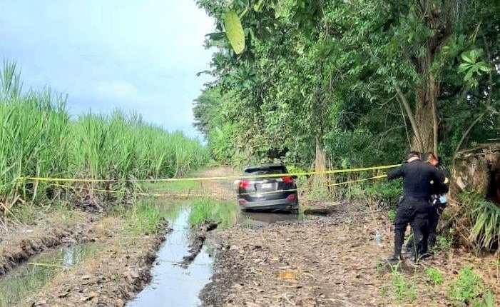 El vehículo en el que viajaban Paola Carolina Rímola Samayoa y sus dos acompañantes fue localizado en Taxisco, Santa Rosa. (Foto Prensa Libre: Tomada de VISOR GT Suroriente)