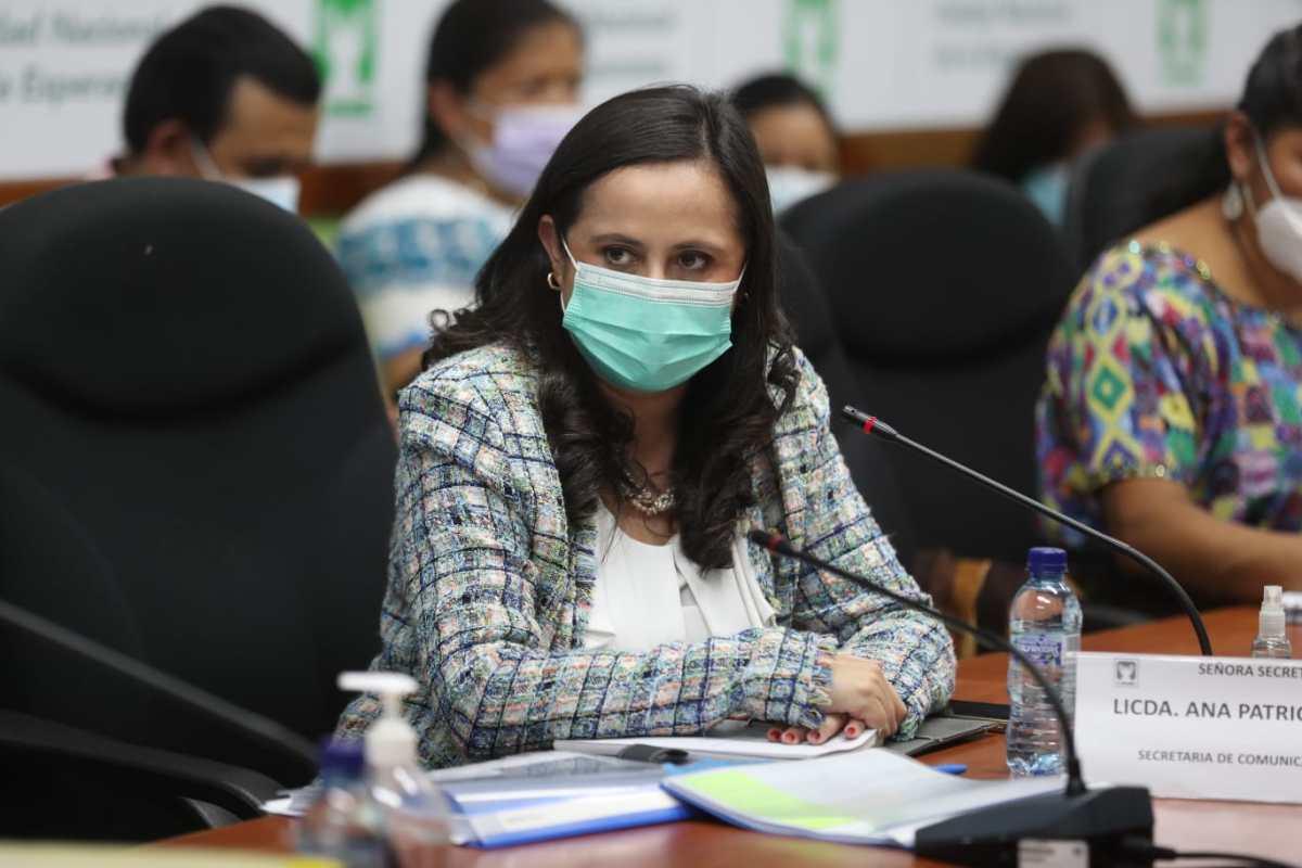 Diputados cuestionan poca inversión en campañas de información sobre la pandemia: en 2021 el Gobierno solo ha invertido Q3.5 millones