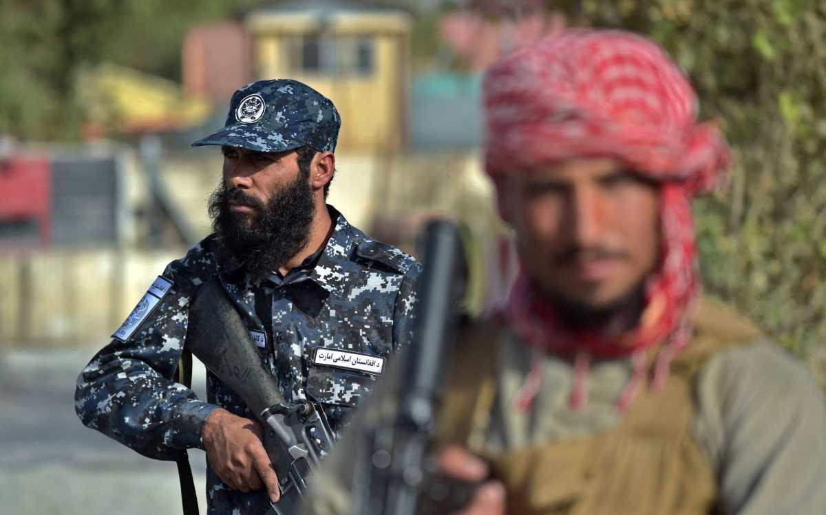 """Vuelve el """"salvaje oeste"""" talibán a Afganistán con ahorcados en excavadoras"""