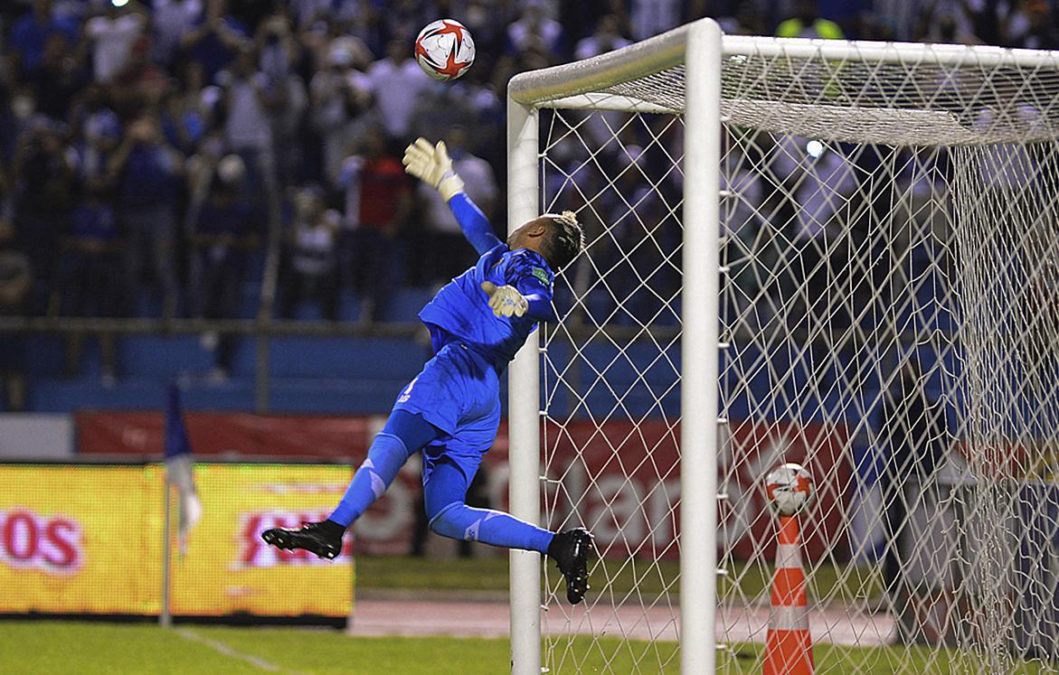 Keylor Navas, con espectaculares atajadas, logra que Costa Rica empate ante Honduras