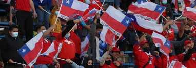 La afición de Chile fue sancionada por los insultos durante el partido contra Brasil el pasado 2 de septiembre. (Foto Prensa Libre: AFP).