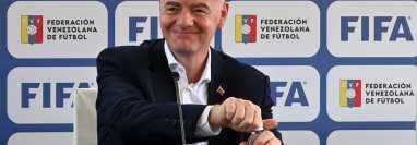 El presidente de FIFA Gianni Infantino durante una conferencia de prensa desde la Federación Venezolana de Futbol (FVF). (Foto Prensa Libre: AFP)